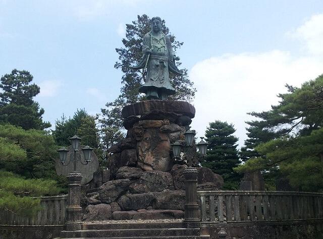 兼六園のヤマトタケルノミコトの銅像