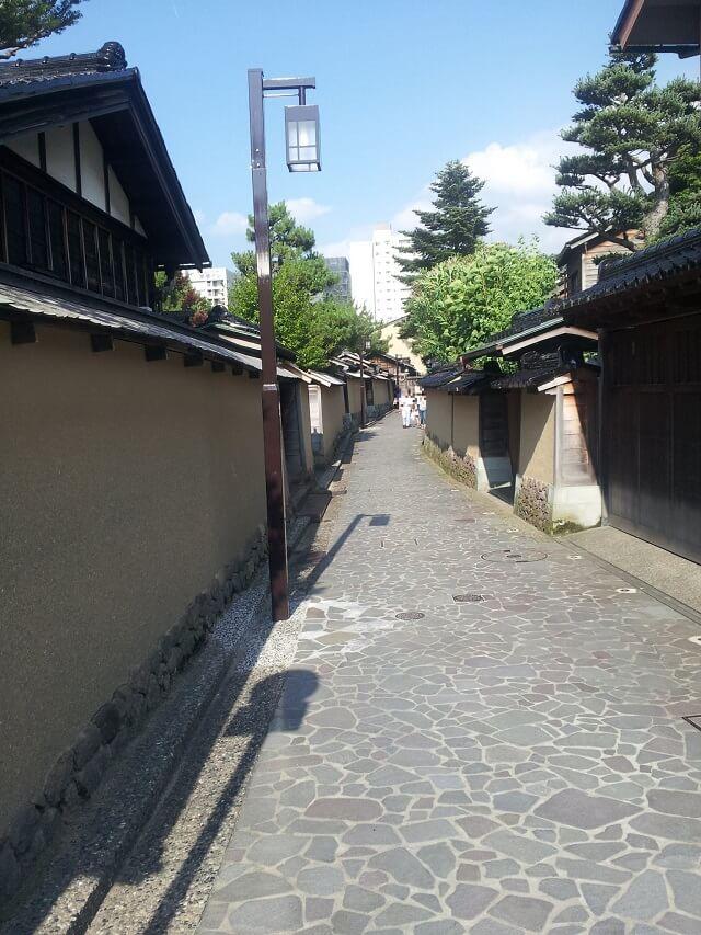 長町武家屋敷跡の石畳と家