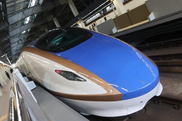 金沢駅に停車する北陸新幹線