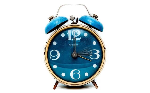 青い置き時計