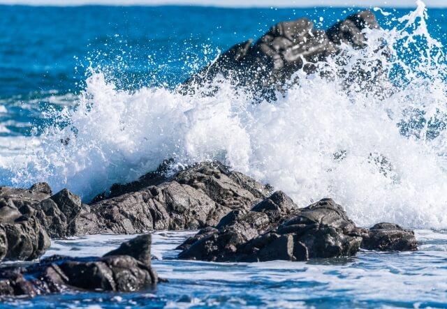 荒れた海と波しぶき
