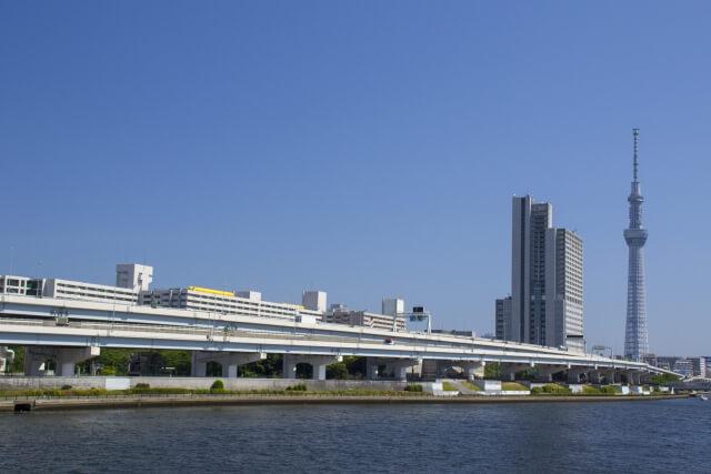 汐入公園から見た隅田川とスカイツリー