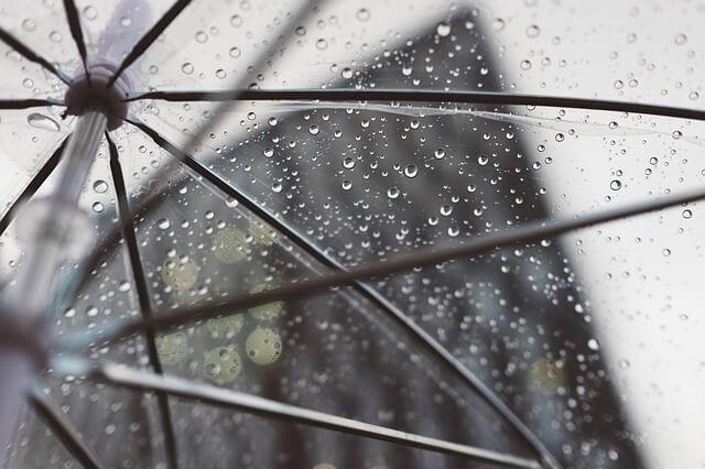 ビニール袋についた雨の水滴