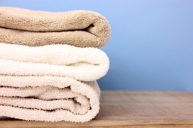 畳んで積まれたタオル